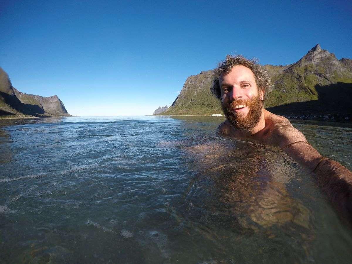 Bagno nel circolo polare artico