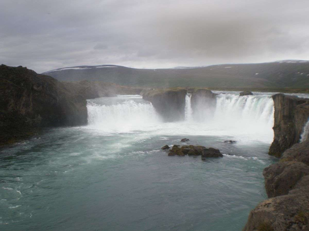 Islanda in estate Godafoss