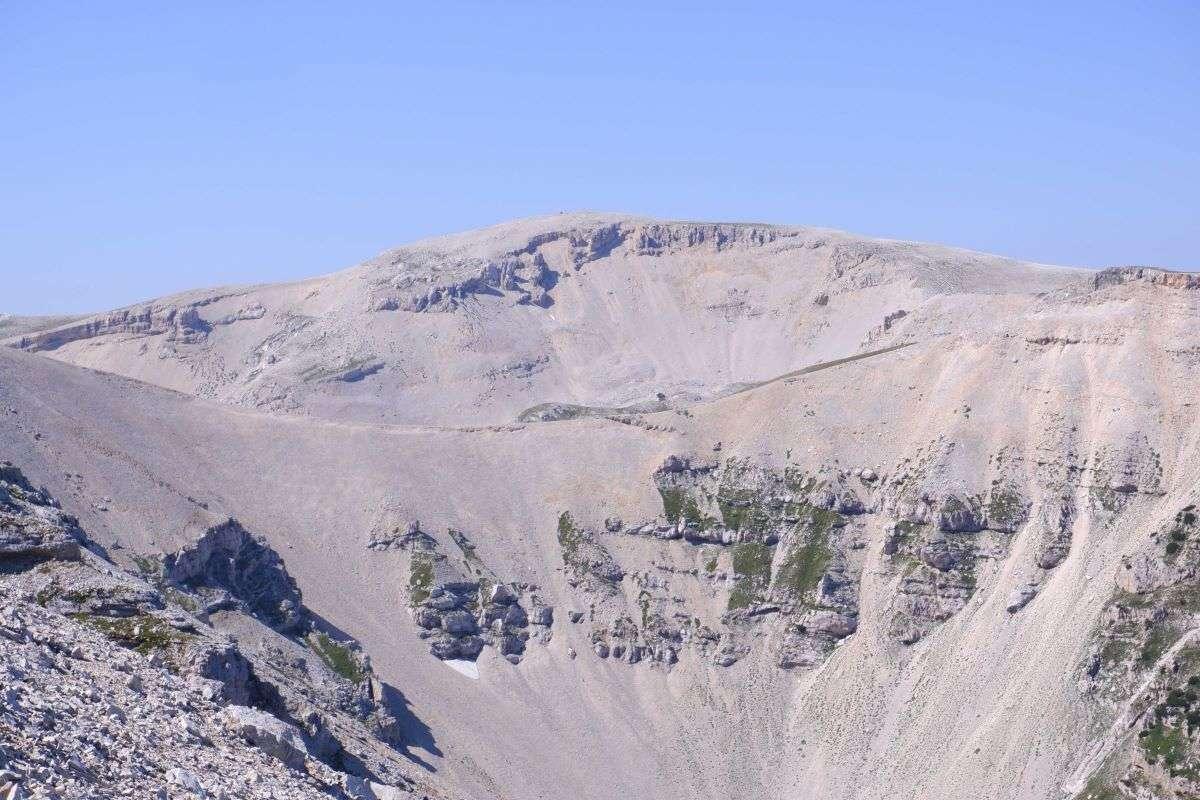 La vetta del Monte Amaro in lontananza