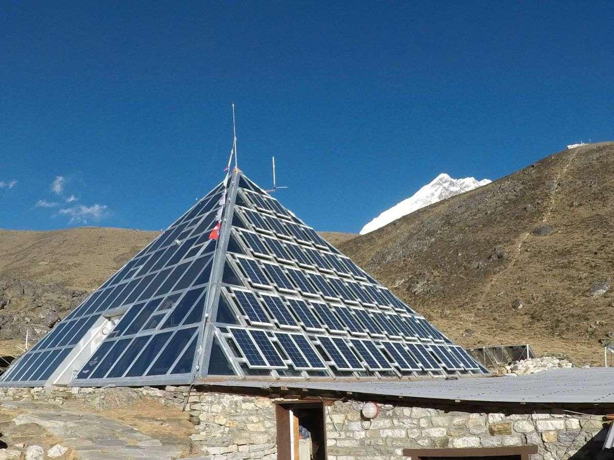 Piramide italiana dopo Everest Base Camp