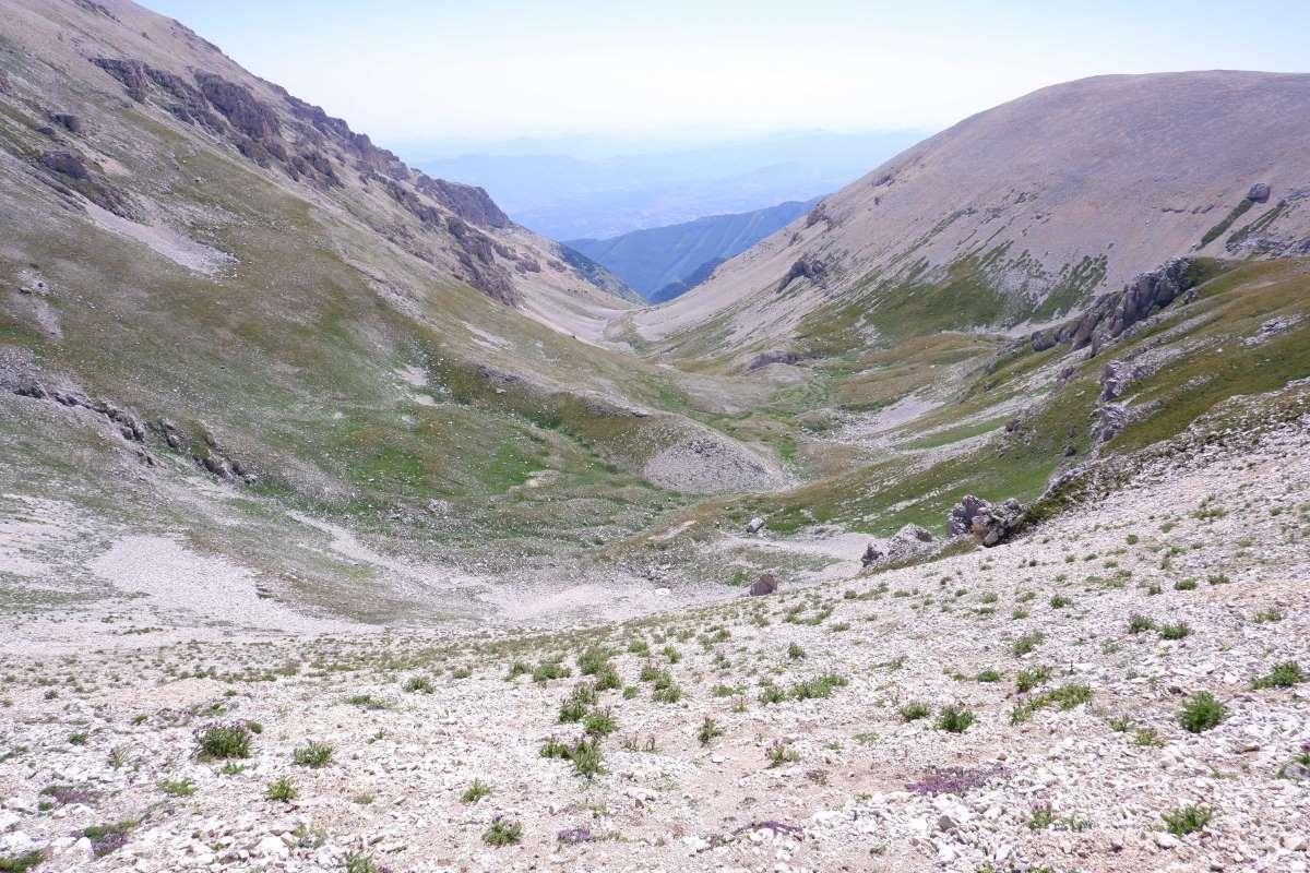 Salendo verso il Monte Amaro