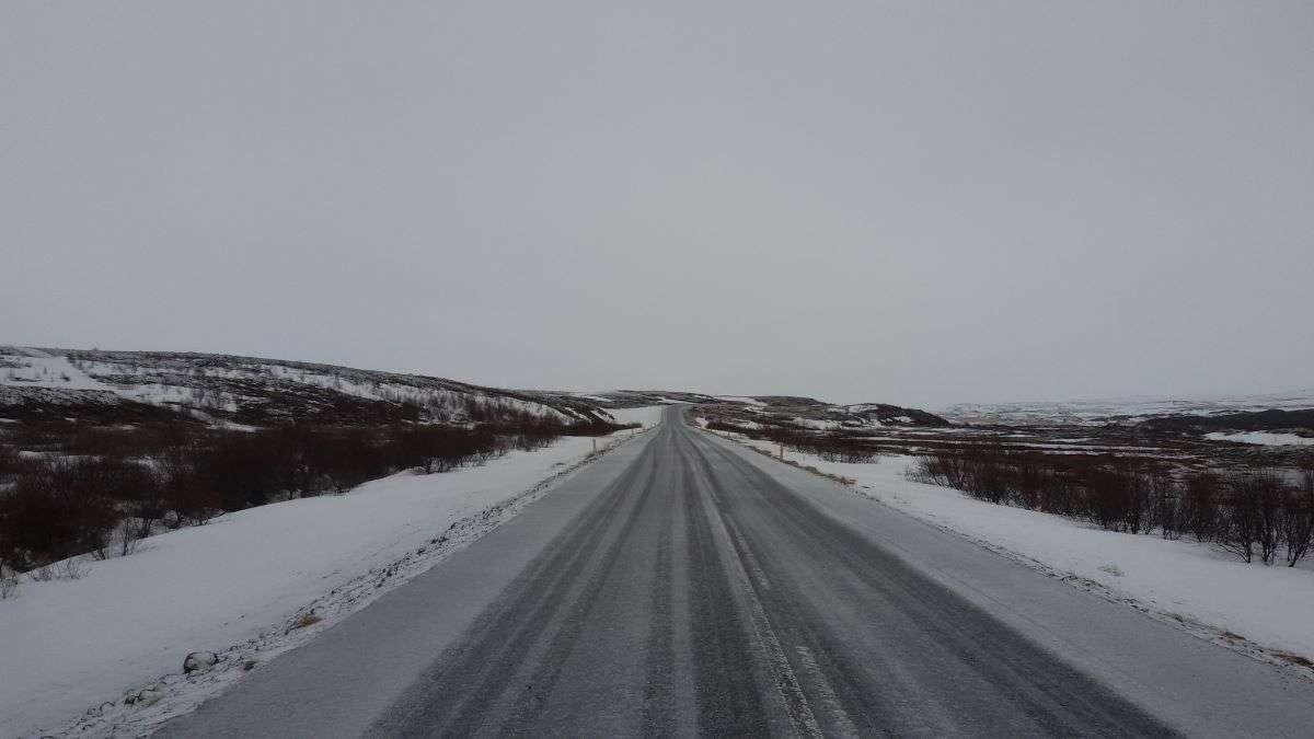 Strada Islanda in inverno